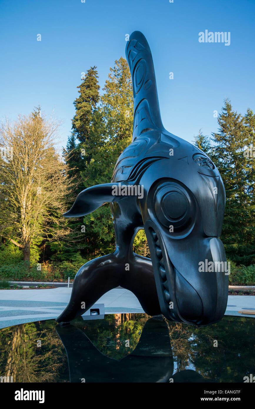 "Bill Reid's bronze sculpture ""Chief of the Undersea World""   outside the Vancouver Aquarium, Stanley Park, Vancouver, - Stock Image"