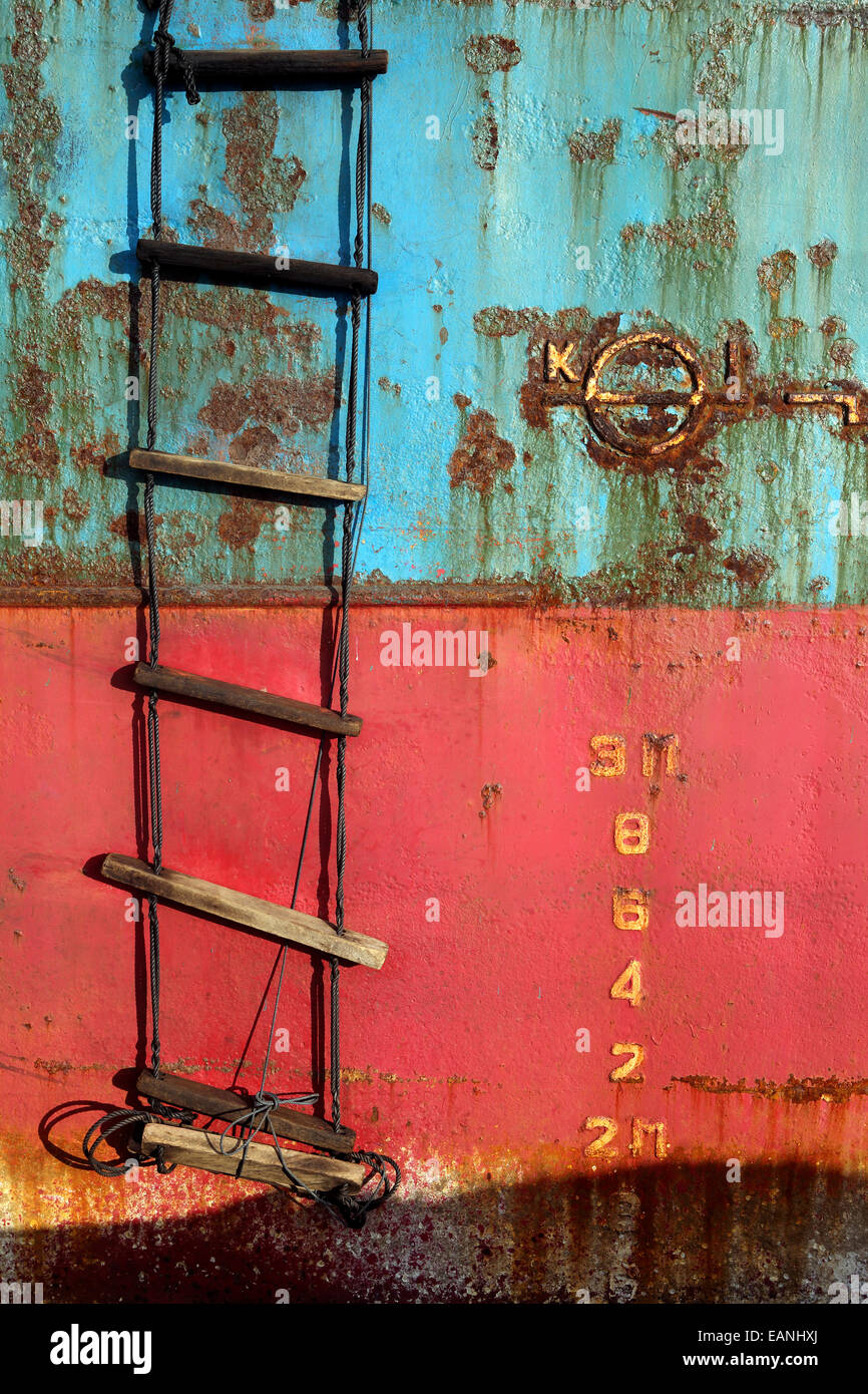 Depth markers on rusty hull of beached ship wreck - Stock Image
