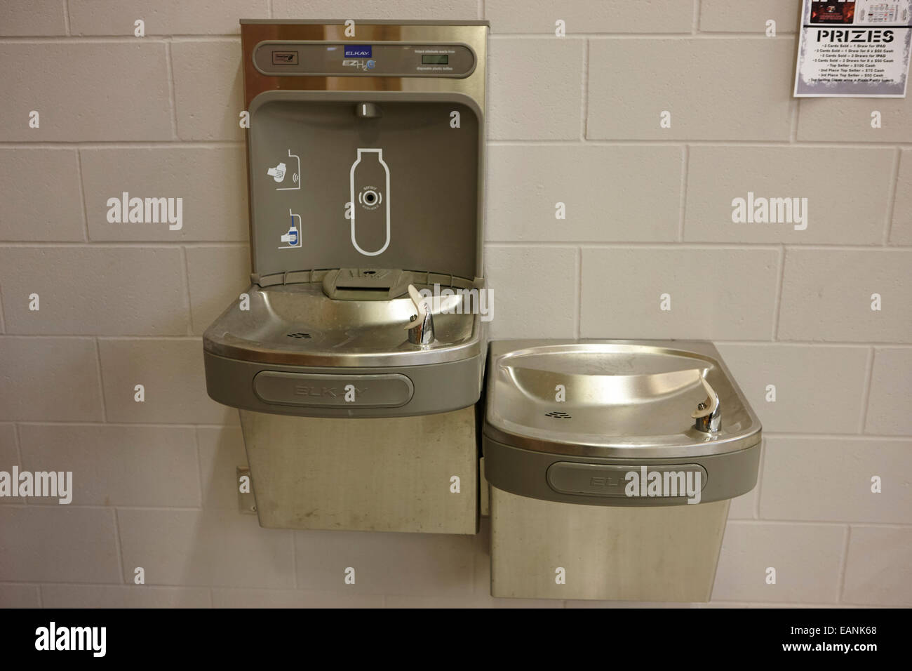 high school water fountain and drinking water bottle fill location - Stock Image