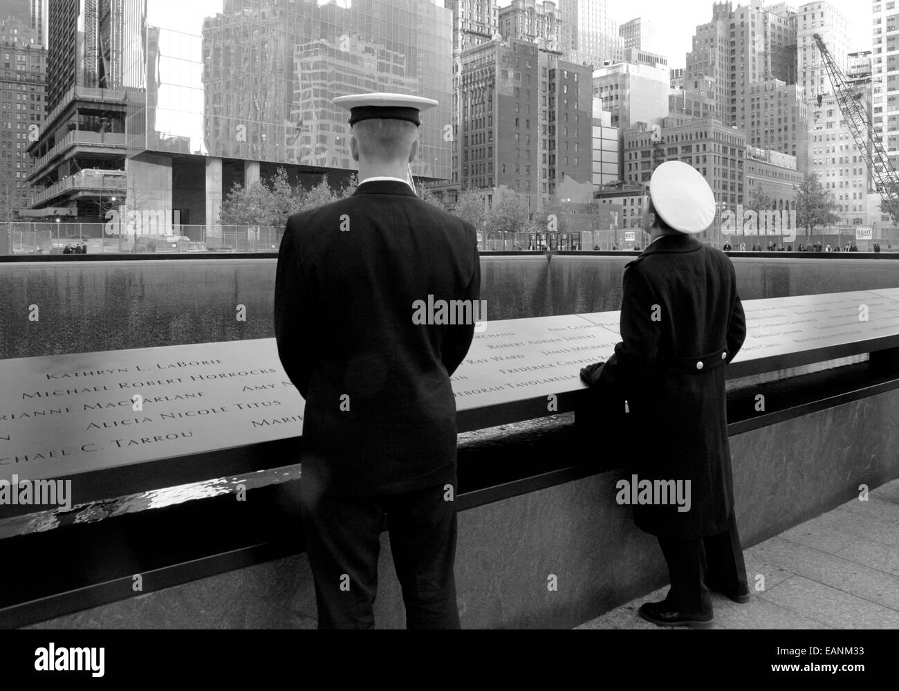 Servicemen pause at the Ground Zero memorial to remember those killed in the 9/11 terrorist attacks. NYC. 19/11/2011 - Stock Image
