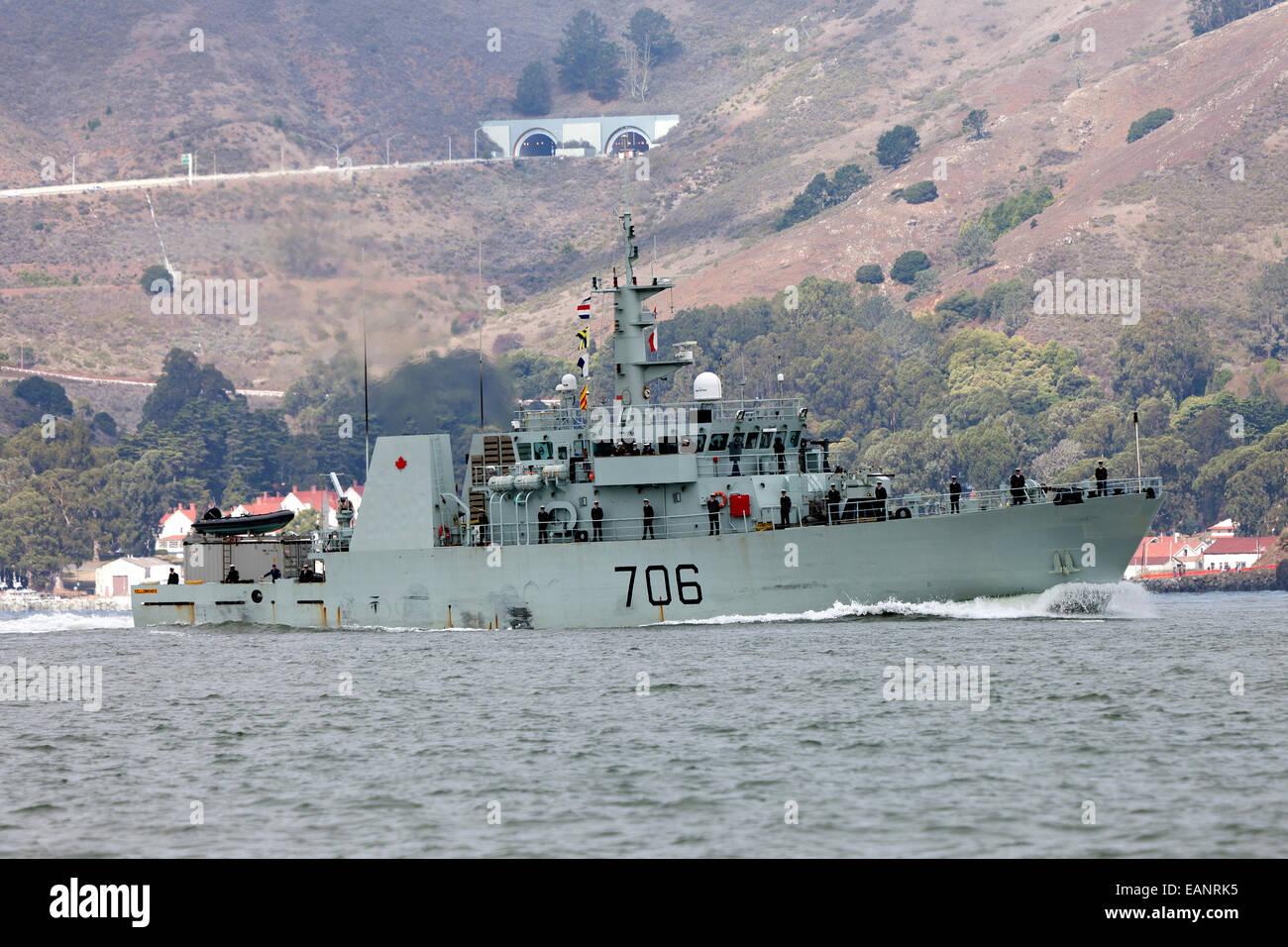 Canadian Navy Kingston class patrol vessel HMCS Yellowknife (MM 706) enters San Francisco Bay in October 2014. - Stock Image