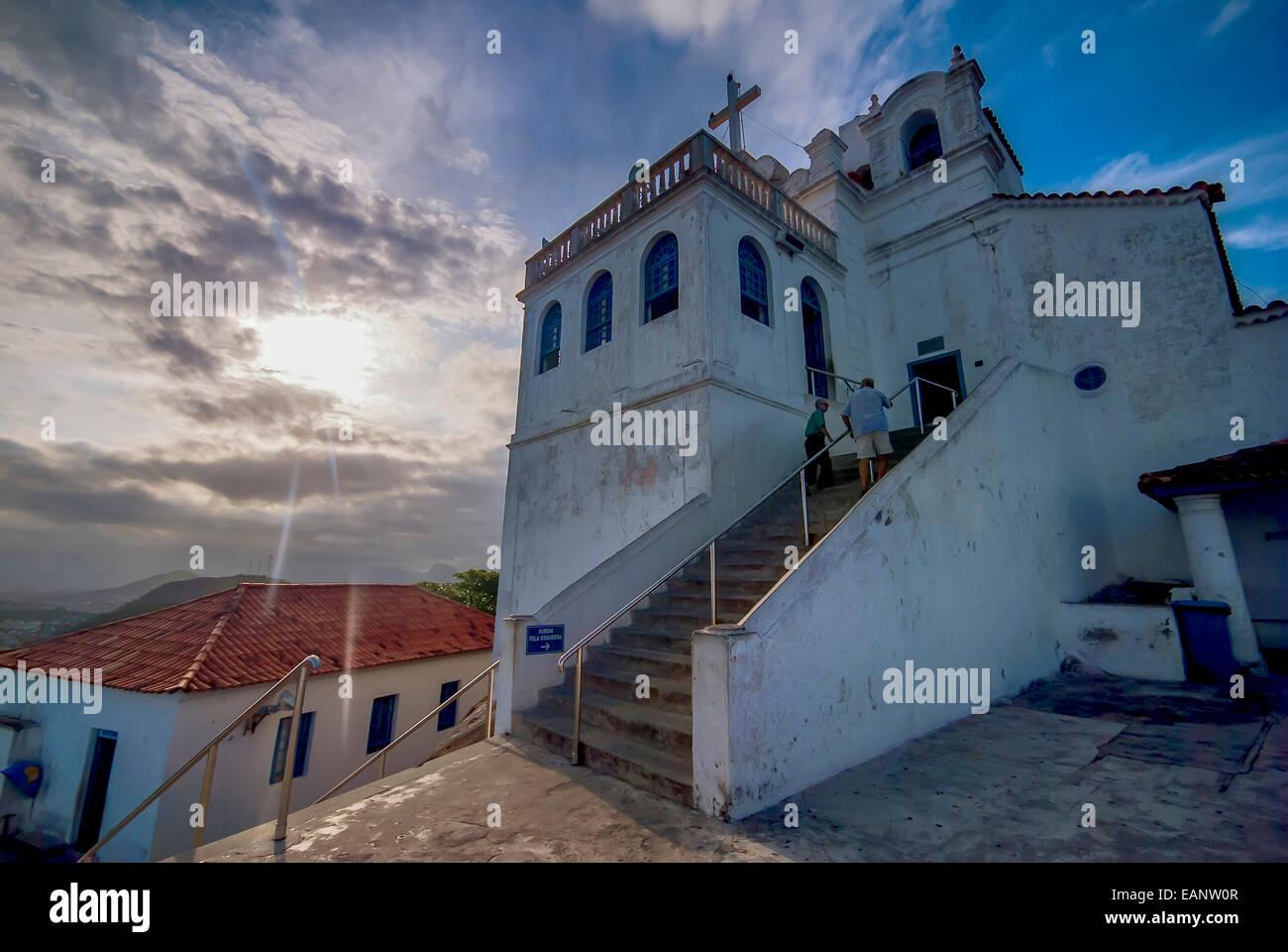 Preregrinos, de manhã cedo, sobem as escadas do Convento da Penha / Pilgrims, early morning, climb the stairs - Stock Image