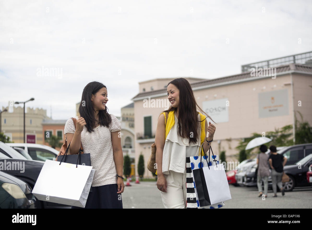 Mother and daughter on a shopping trip. - Stock Image