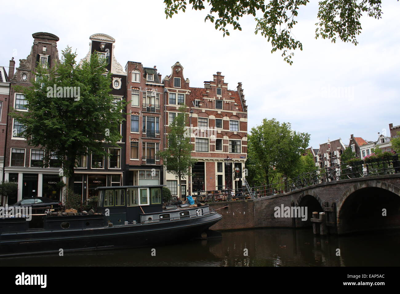 Bridge and old houses where Prinsengracht meets Bouwersgracht canal in Amsterdam, The Netherlands - Stock Image