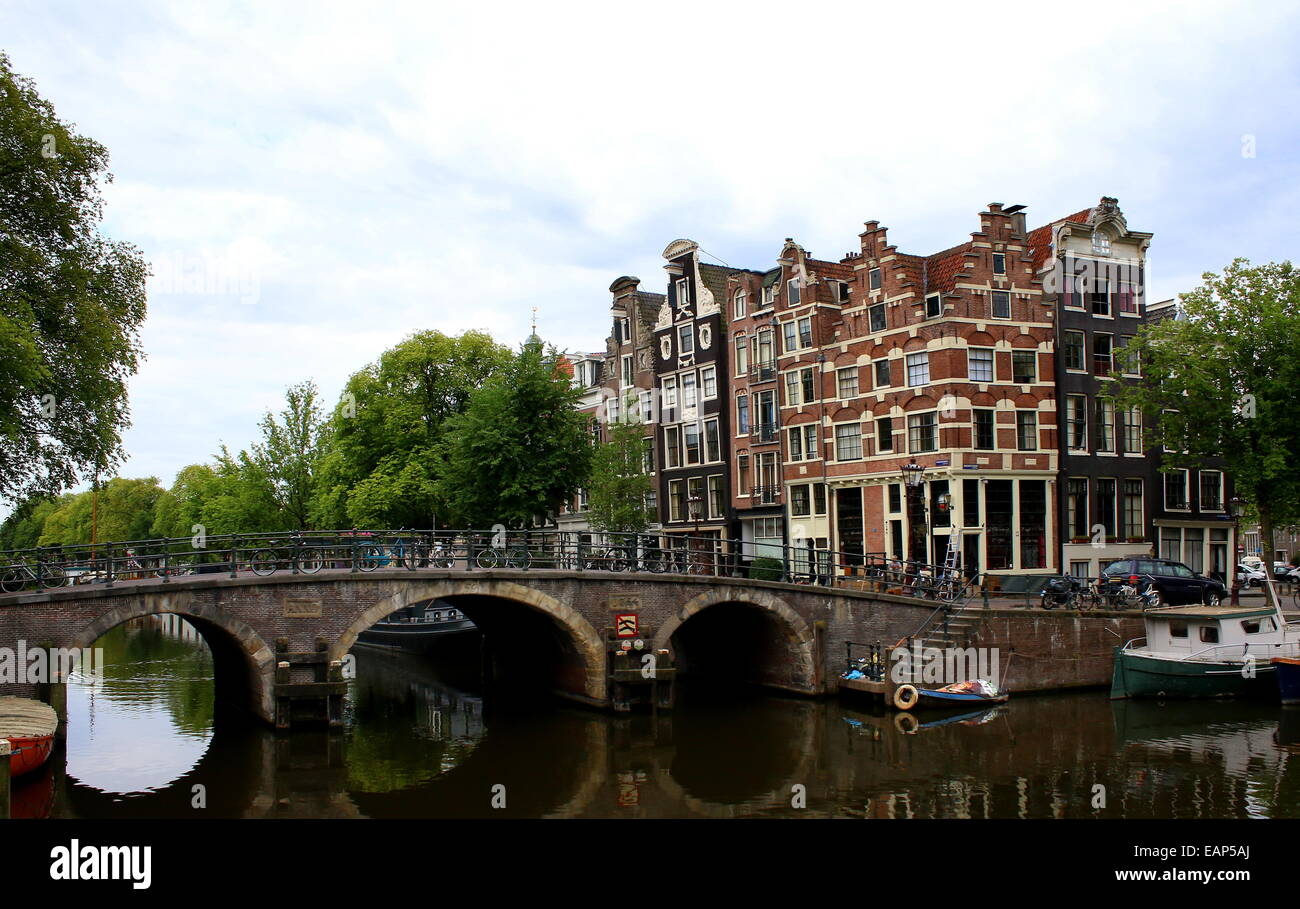 Bridge and monumental old houses where Prinsengracht meets Brouwersgracht canal in Amsterdam, The Netherlands - Stock Image