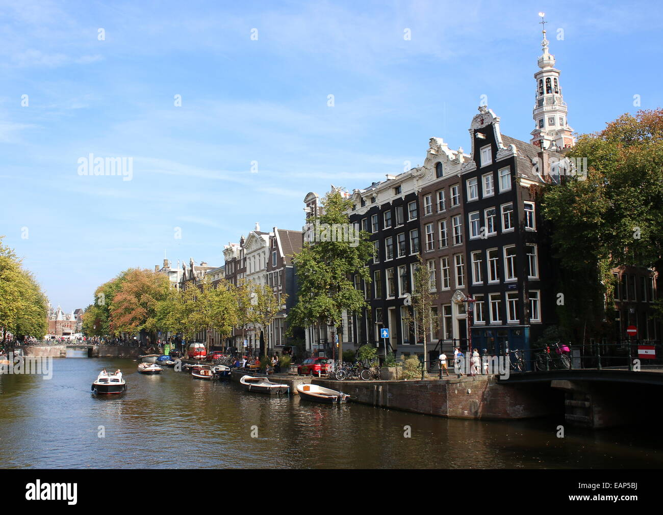 Kloveniersburgwal canal at corner of Raamgracht in the old centre of Amsterdam, with tower of 17th century Zuiderkerk Stock Photo