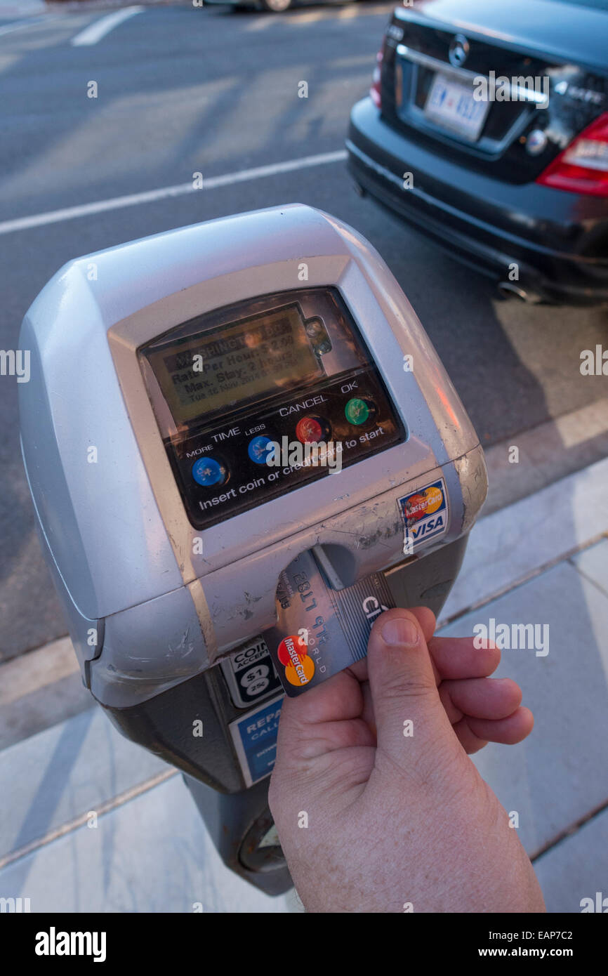 USA Paying a parking meter with a credit card no cash using a radio mesh network - Stock Image