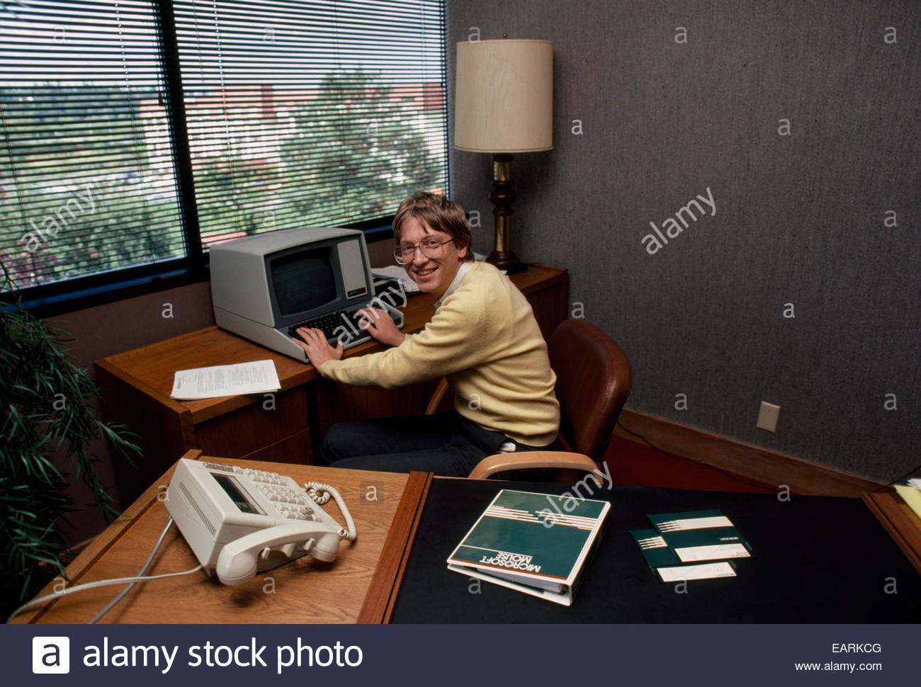 Mr Bill Gates Working In His Office In His Younger Years