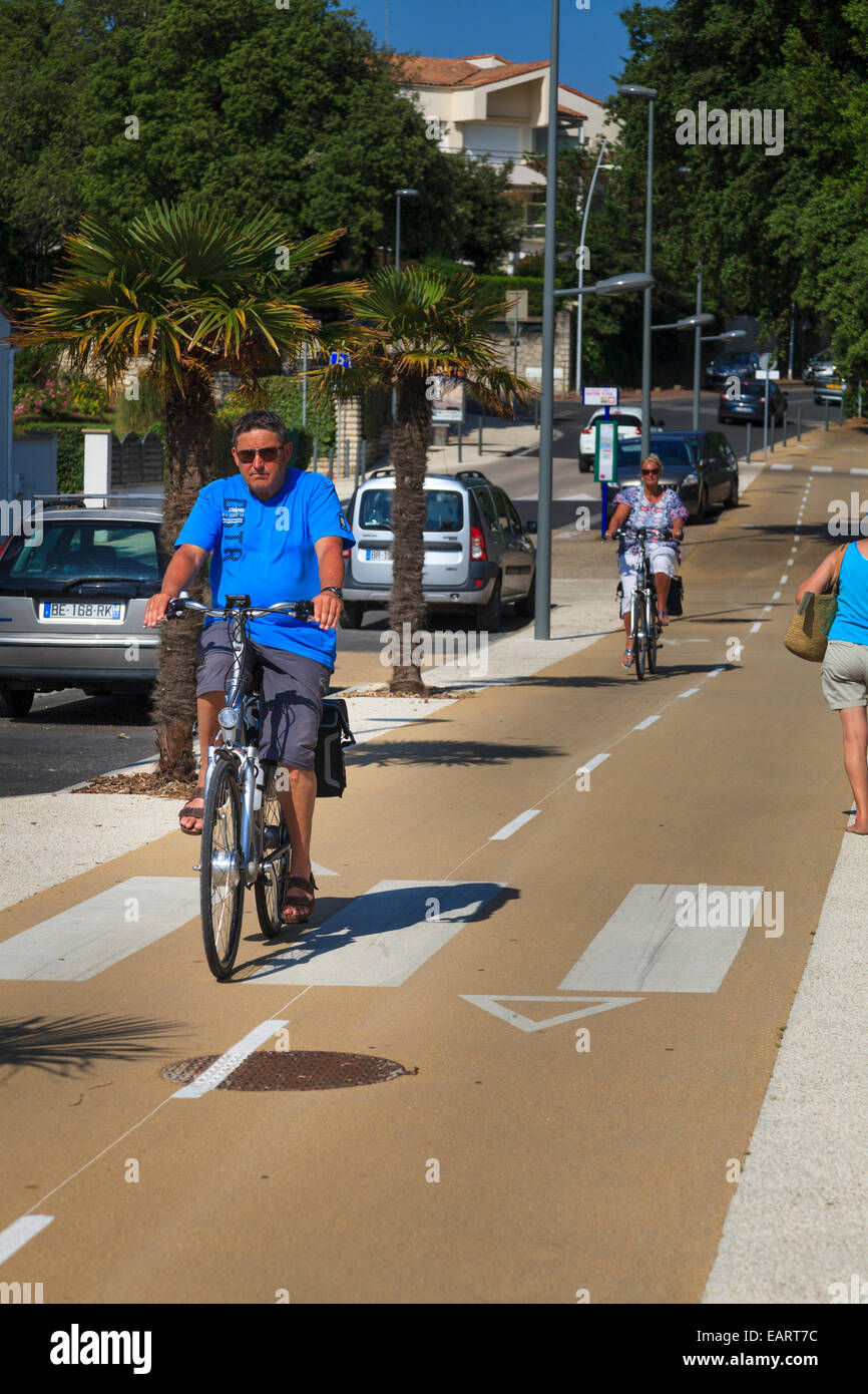 Man on bicycle passing cycleway pedestrian crossing - Stock Image