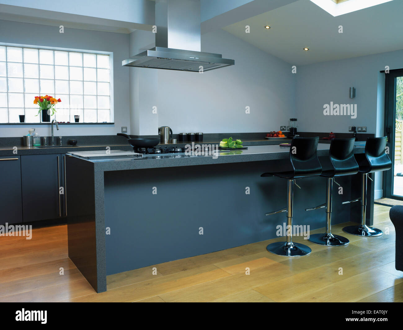 Extractor Fan Kitchen Island Stock Photos & Extractor Fan Kitchen ...