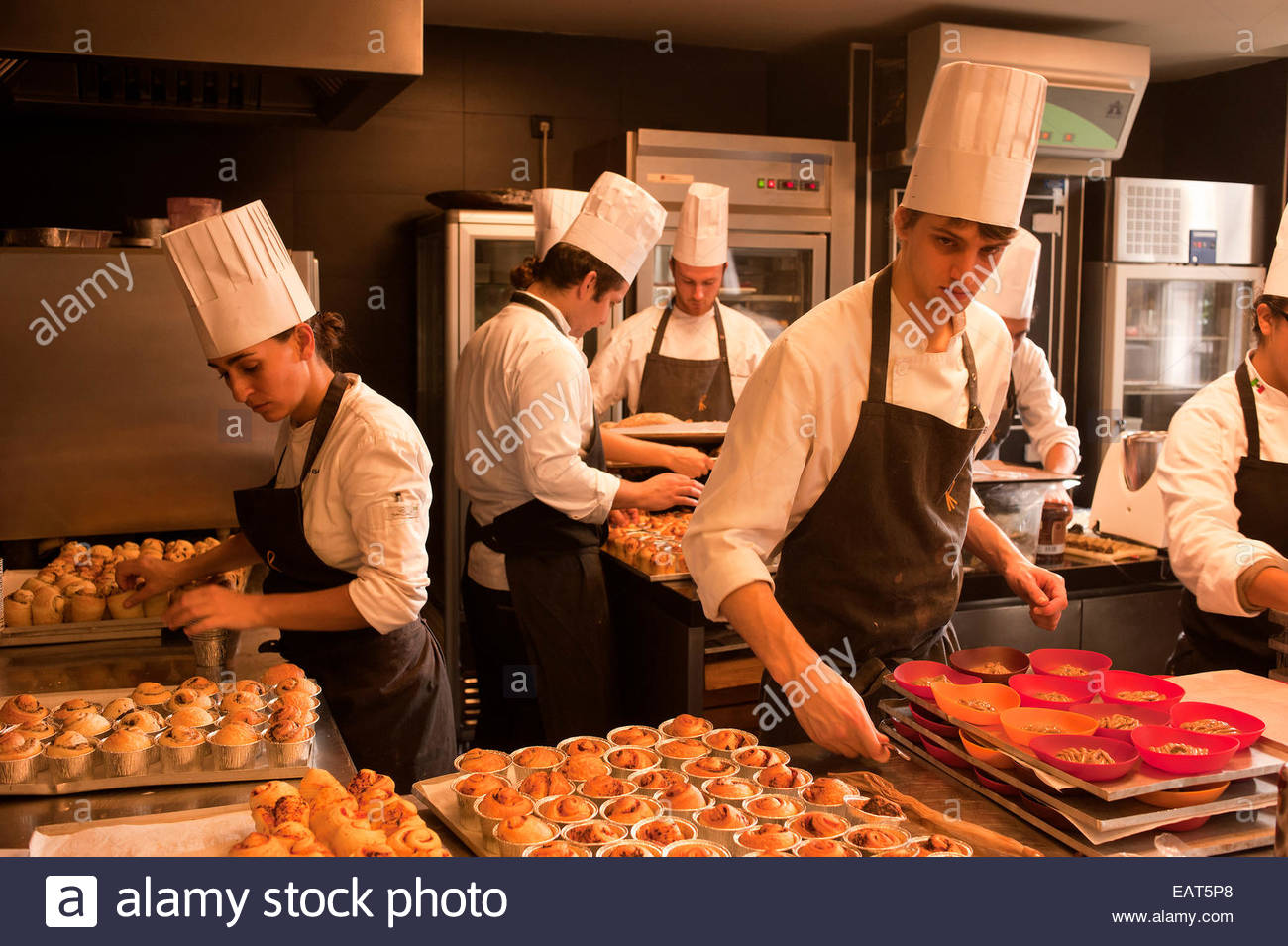Chefs in the kitchen of the restaurant 'El Celler de Can Roca'. - Stock Image