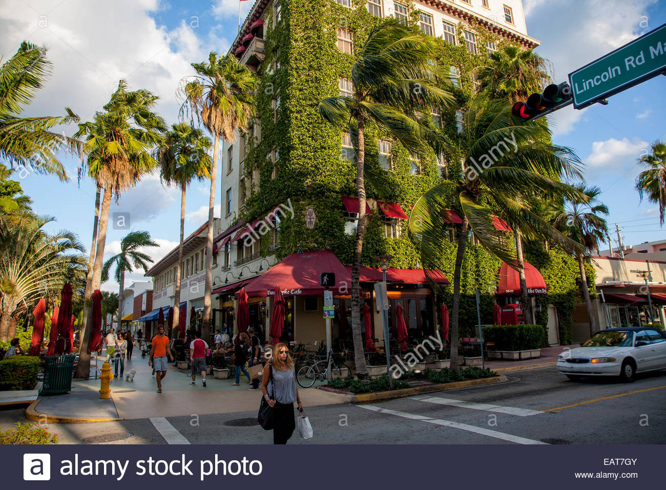 The Lincoln Road Mall attracts many shoppers. - Stock Image