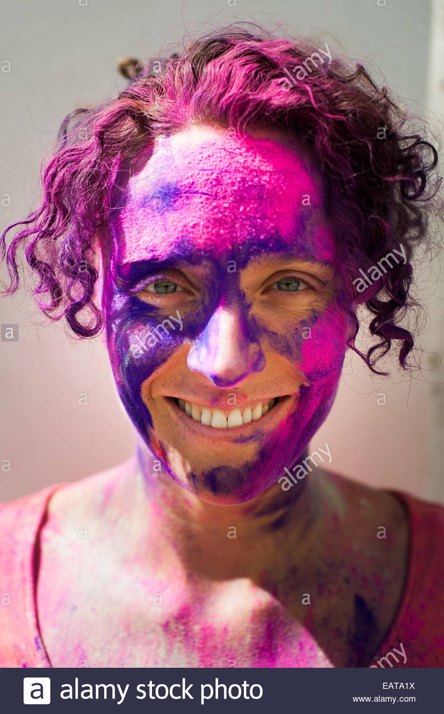 A tourist celebrates The Festival of color in Rajasthan - Stock Image