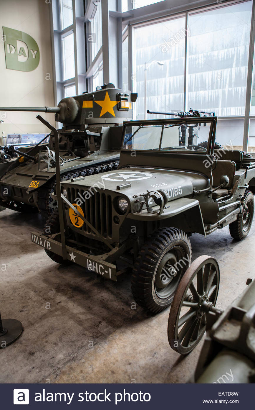 Jeeps and tanks on display in the National World War II Museum. - Stock Image
