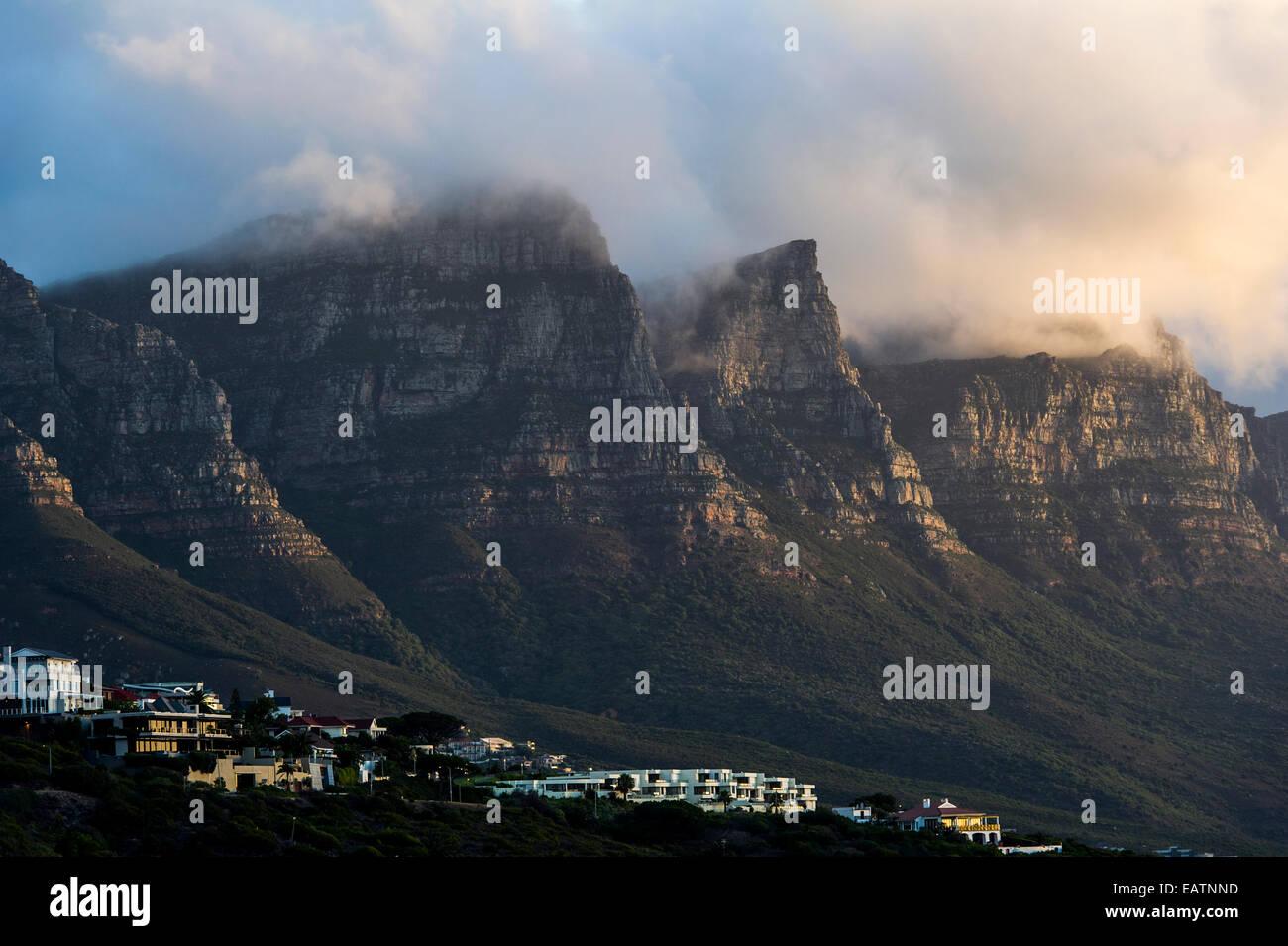 Suburban development on the slopes of a rugged coastal mountain range. - Stock Image
