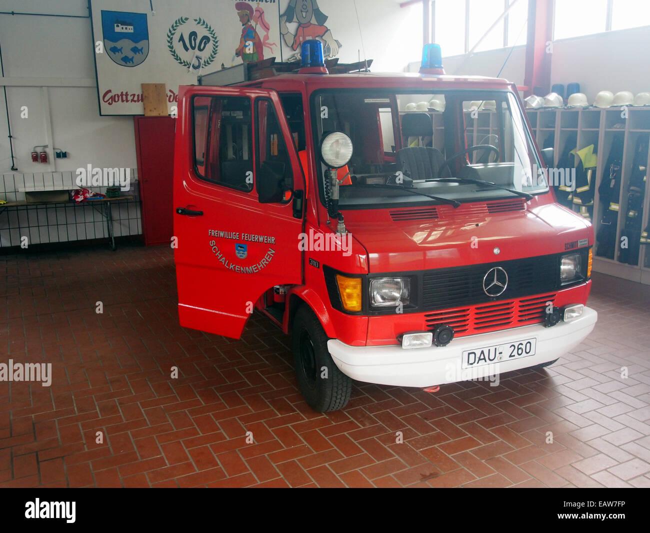 Mercedes 310, Freiwillige Feuerwehr Schalkenmehren, bild 2 Stock Photo