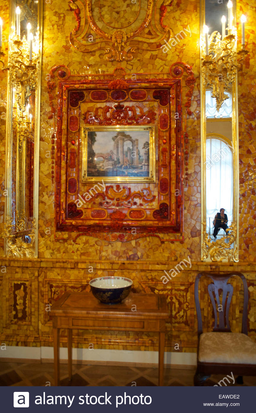 The newly renovated Amber Room in the Catherine Palace. - Stock Image