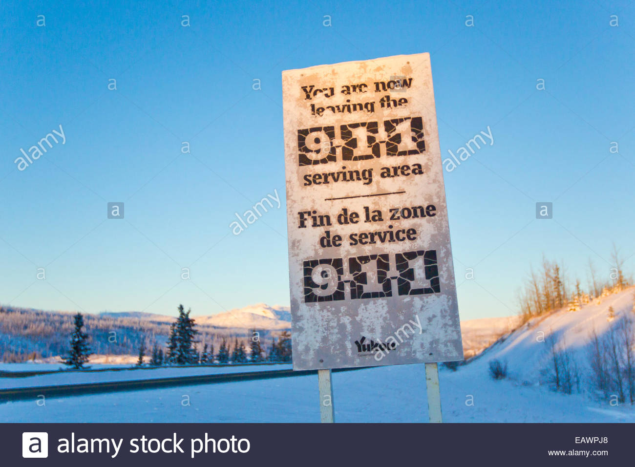 Sign warning people driving north that 911 is unavailable in the area. - Stock Image