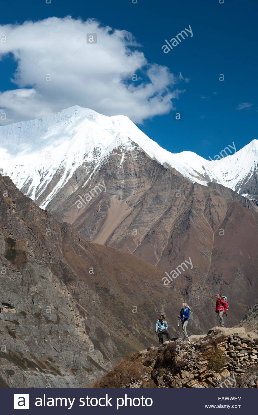 Trekkers admire the peaks in the Dolpo region of Nepal - Stock Image