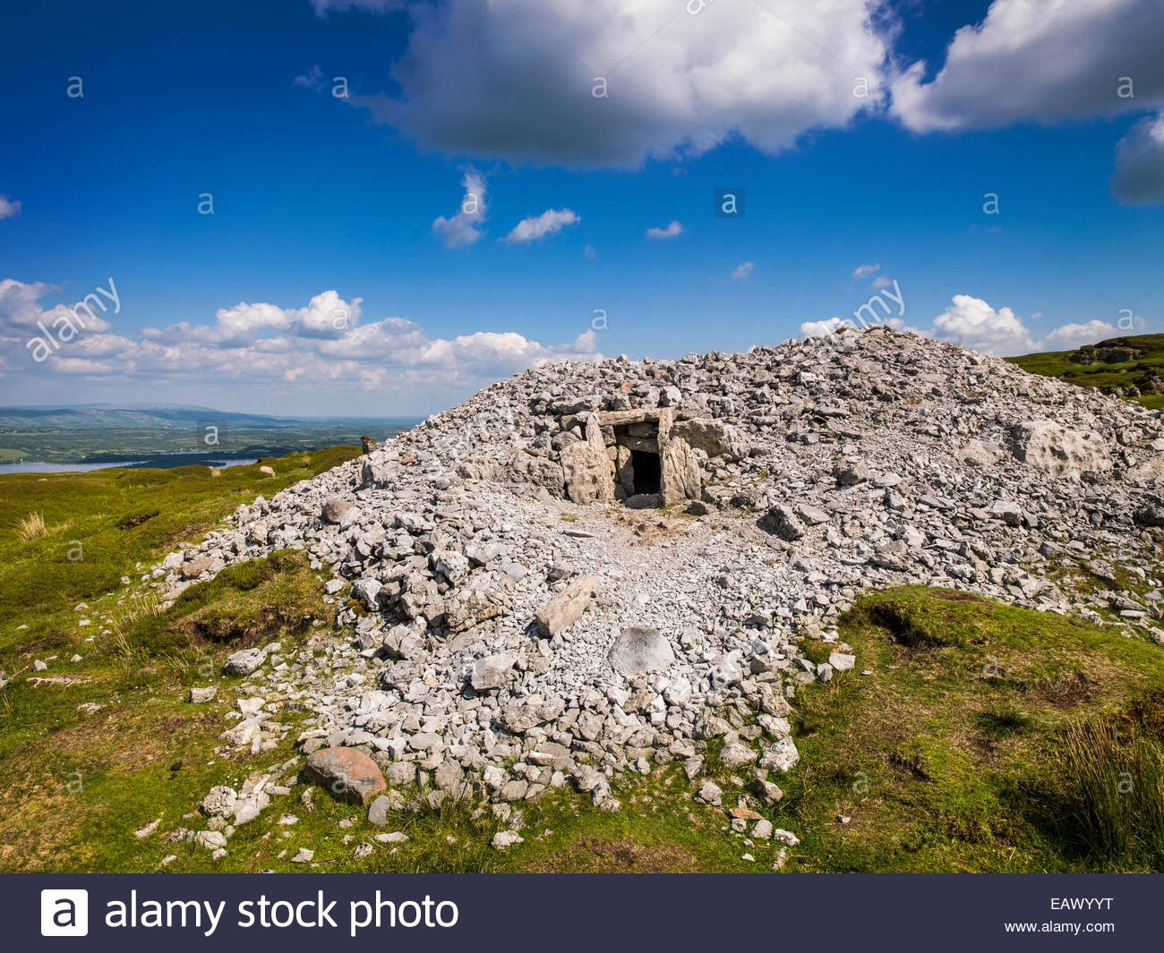 Carrowkeel neolithic tomb in Sligo, Ireland - Stock Image