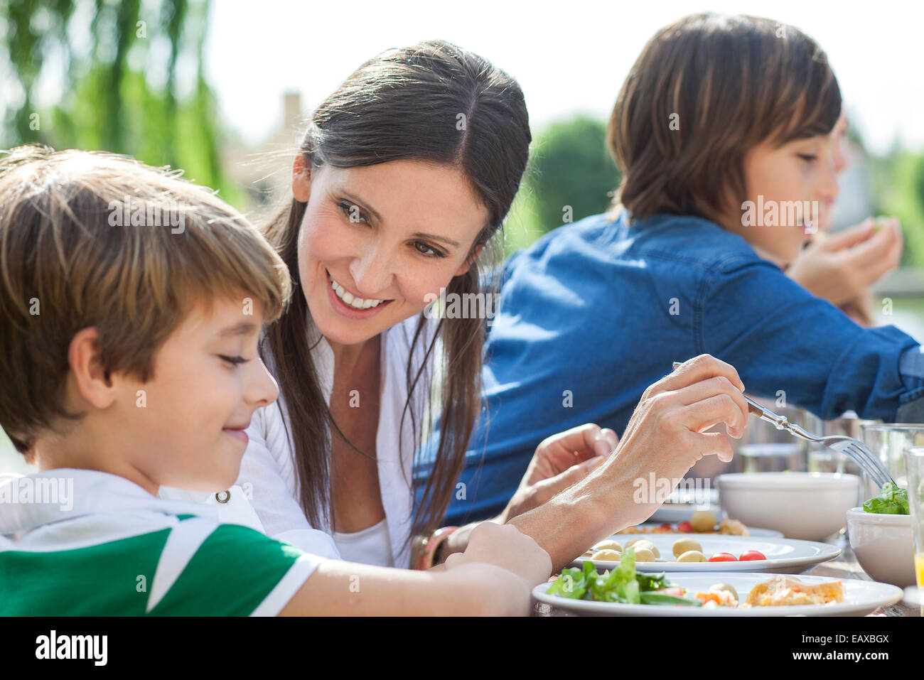 Family enjoying healthy meal outdoors - Stock Image