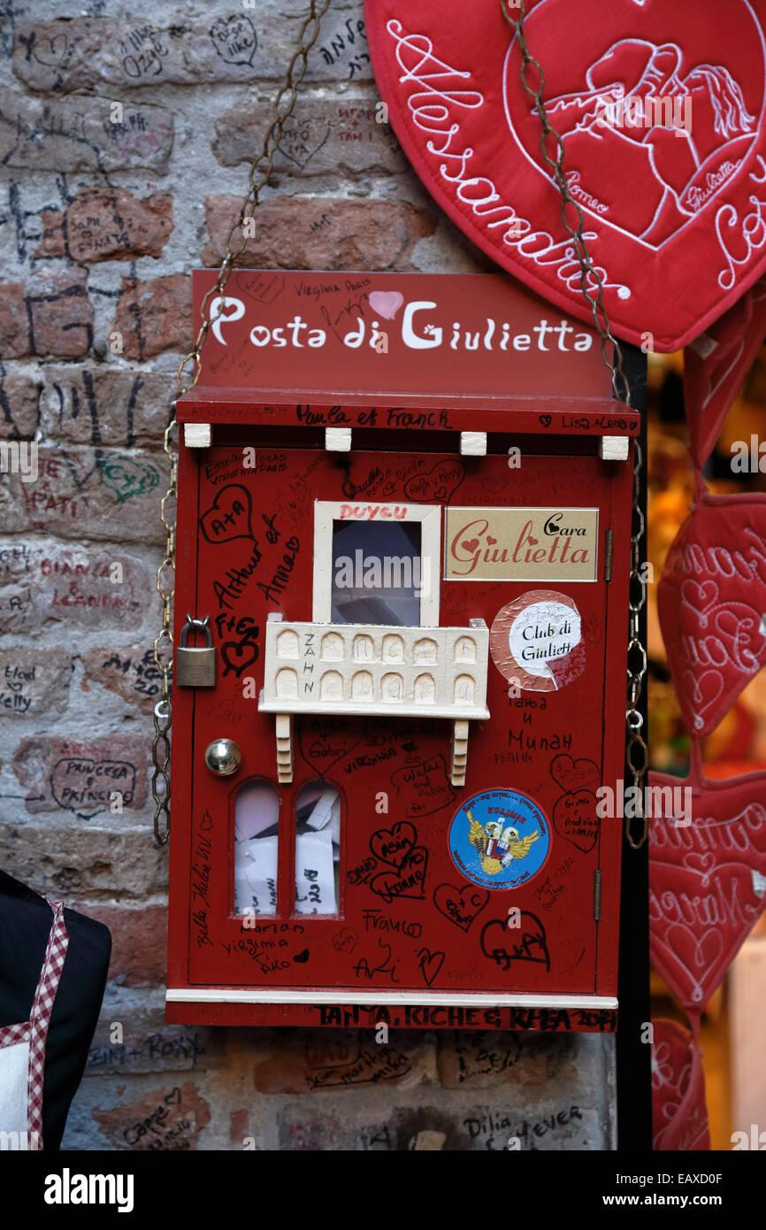 Posta di Giulietta, Juliet postbox, Casa di Giulietta, Verona, Italy, Veneto. - Stock Image