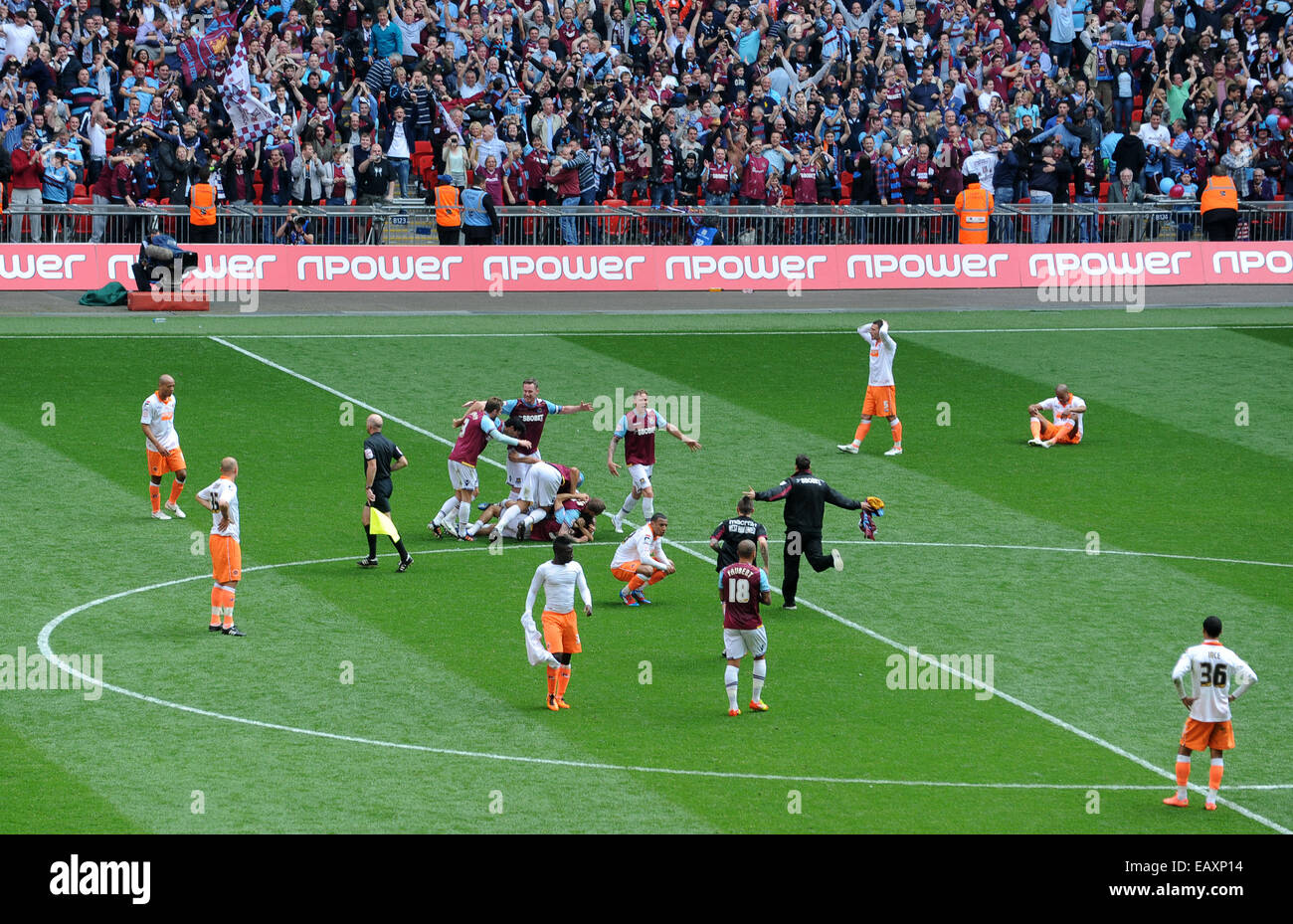 The agony and ecstasy of winning & losing Football League Championship play-off Final football match West Ham - Stock Image