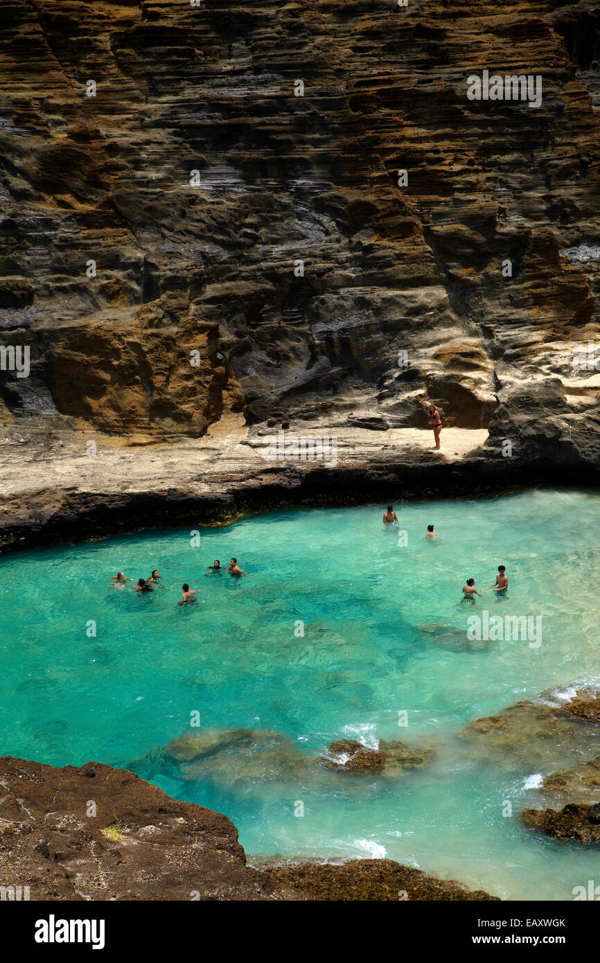 Swimmers, Halona Cove, Kalaniana'ole Highway, Oahu, Hawaii, USA - Stock Image