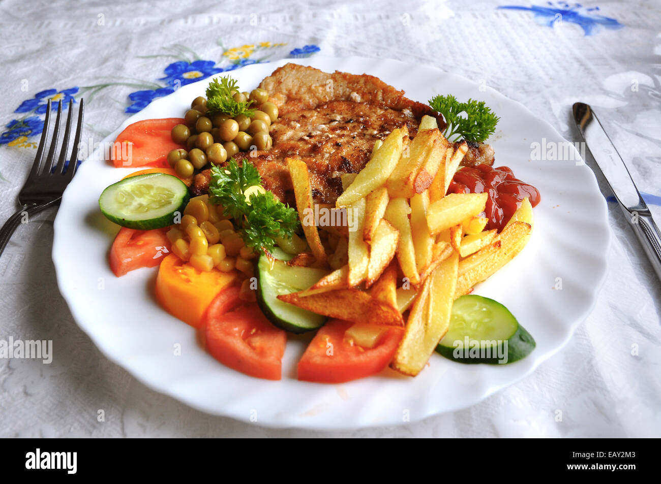 Unhealthy meal of chicken and chips - Stock Image