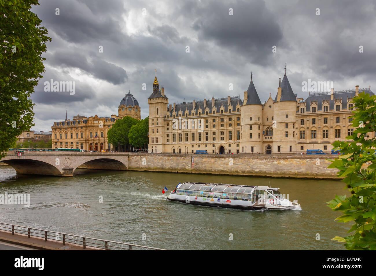 Pont au Change over the Seine River,  Palais de Justice and the Conciergerie in Paris, France - Stock Image