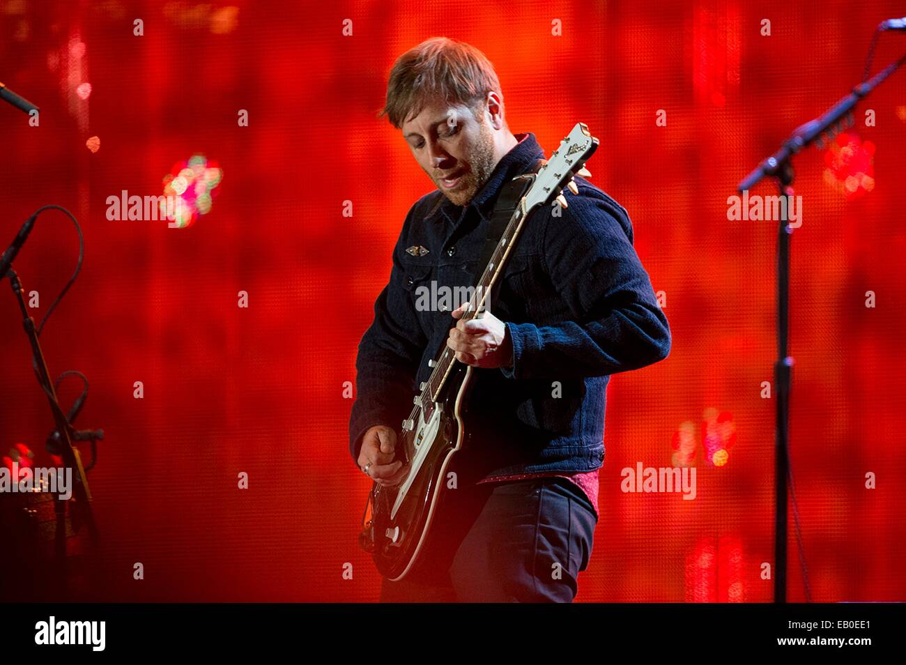 Dan Auerbach, guitarist and vocalist for The Black Keys, performs during the Concert for Valor November 11, 2014 - Stock Image