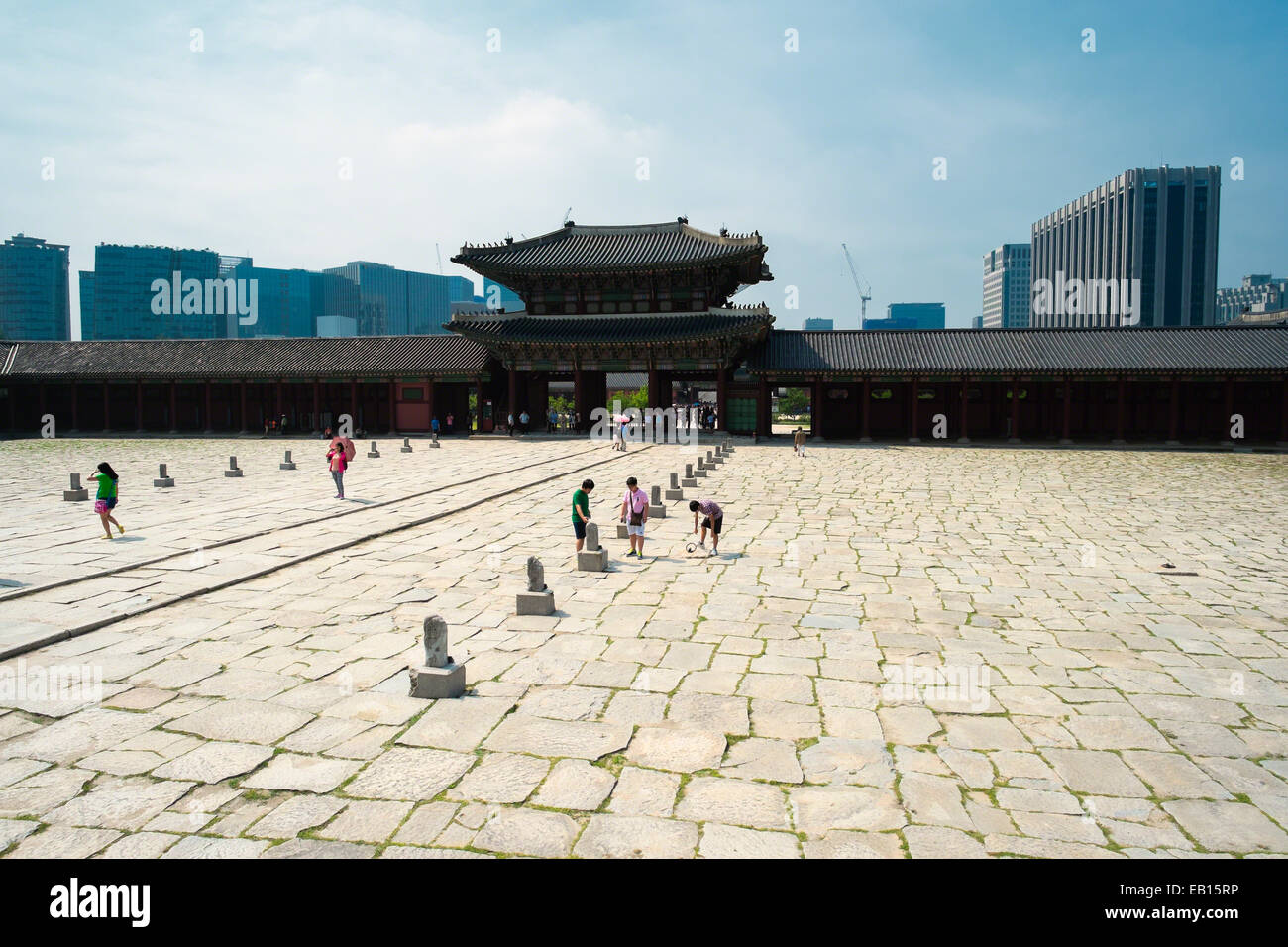 Entrance Gate to the Gyeongbokgung Palace, Seoul, South Korea - Stock Image