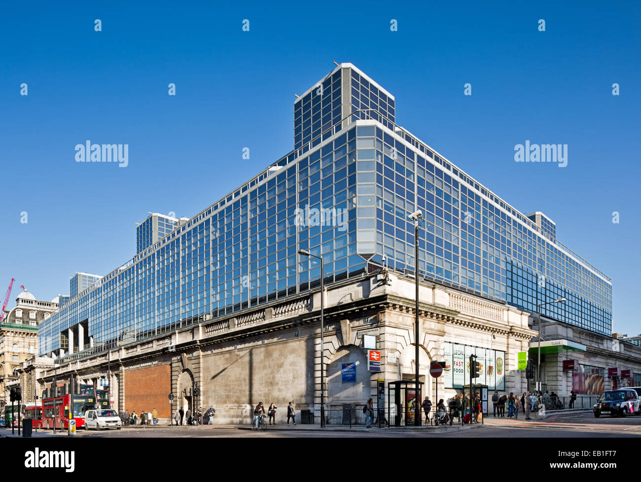 Prestige offices 111 Buckingham Palace Road London - Stock Image