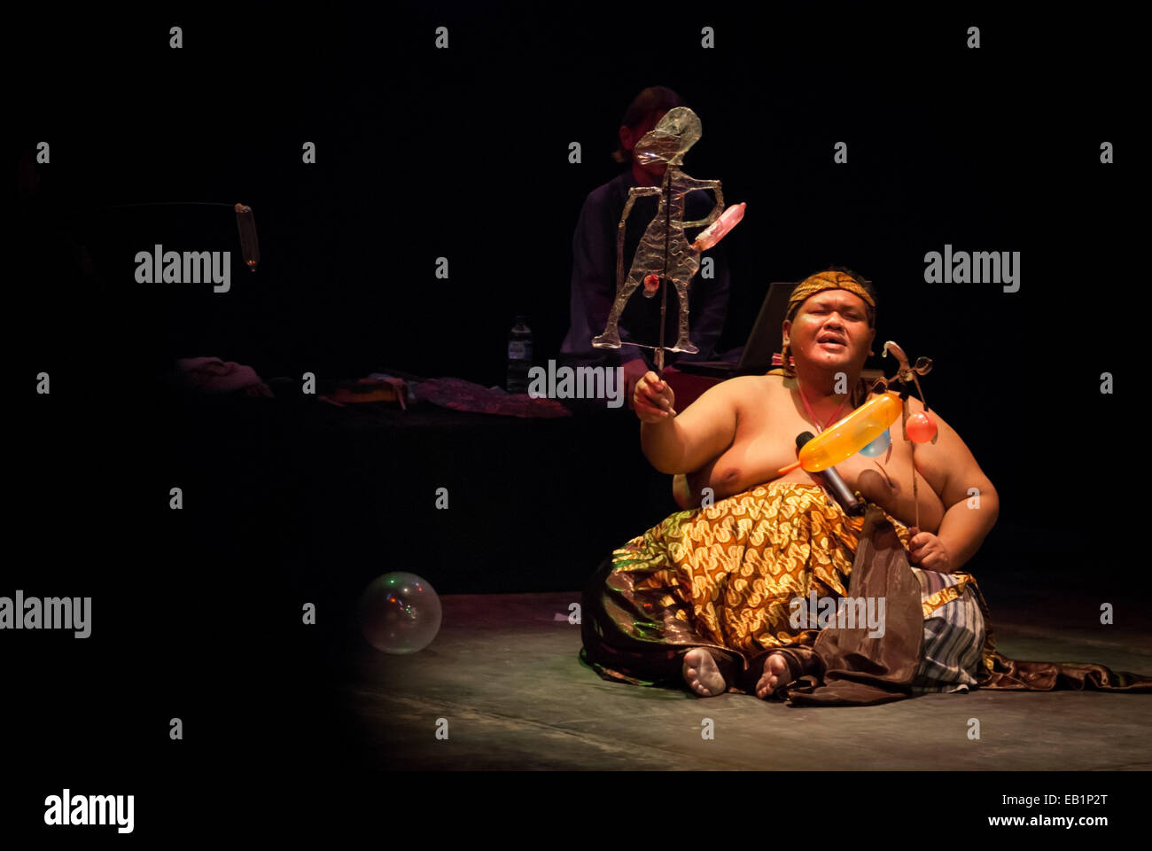 Slamet Gundono, a late Indonesian contemporary puppeteer during a show at Salihara Theater, Jakarta, Indonesia. - Stock Image