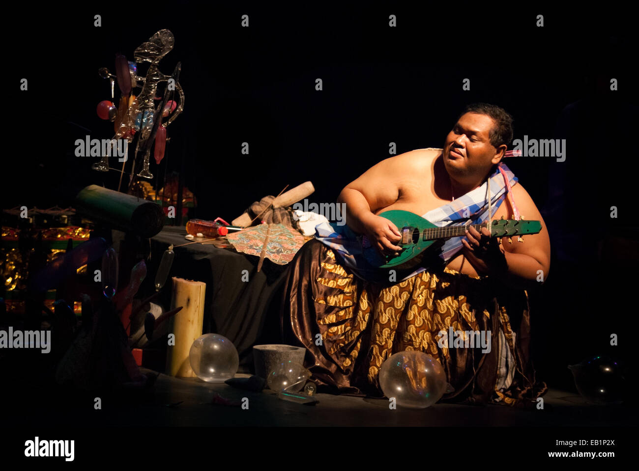 Slamet Gundono, a late Indonesian modern puppeteer during a show in Salihara Theater, Jakarta, Indonesia. - Stock Image