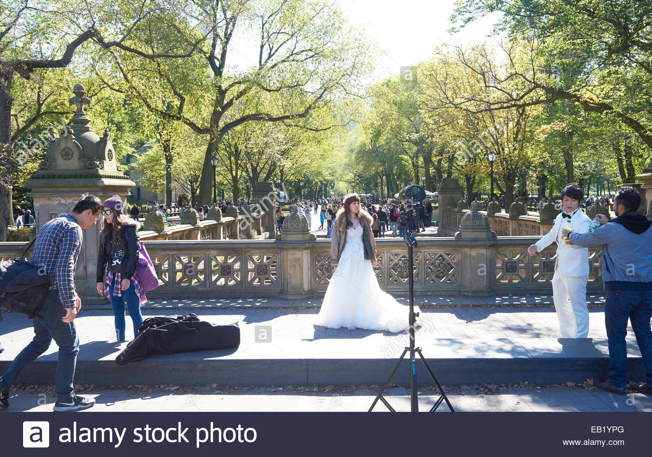 Chinese Bride and Groom being photographed for a wedding   in  Central Park in Manhattan in New York - Stock Image