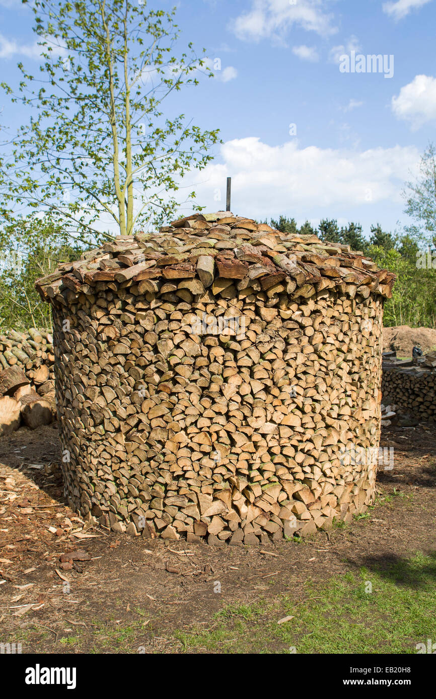 Holz Hausen Method Of Stacking Firewood To Dry Stock Photo 75647076