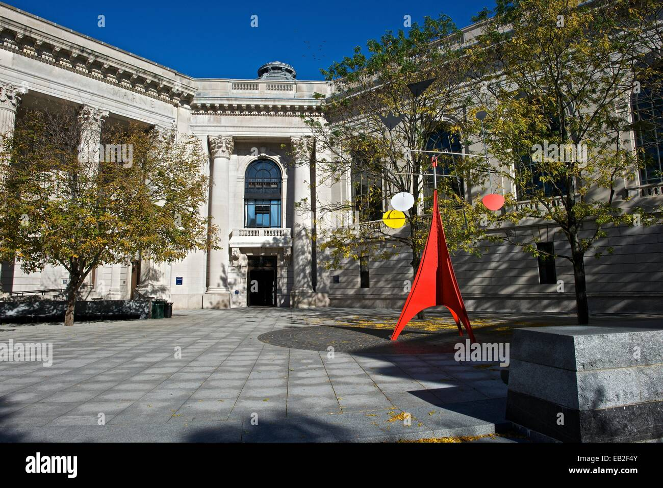 Alexander Calder's 'Gallows and Lollipops,' 1960, on the campus of Yale University. - Stock Image