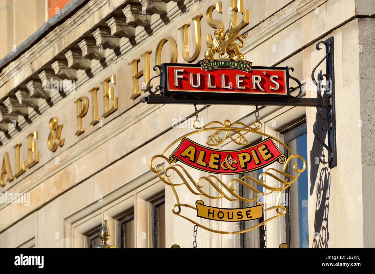 London, England, UK. Fuller's Ale and Pie House, Smithfield - Stock Image