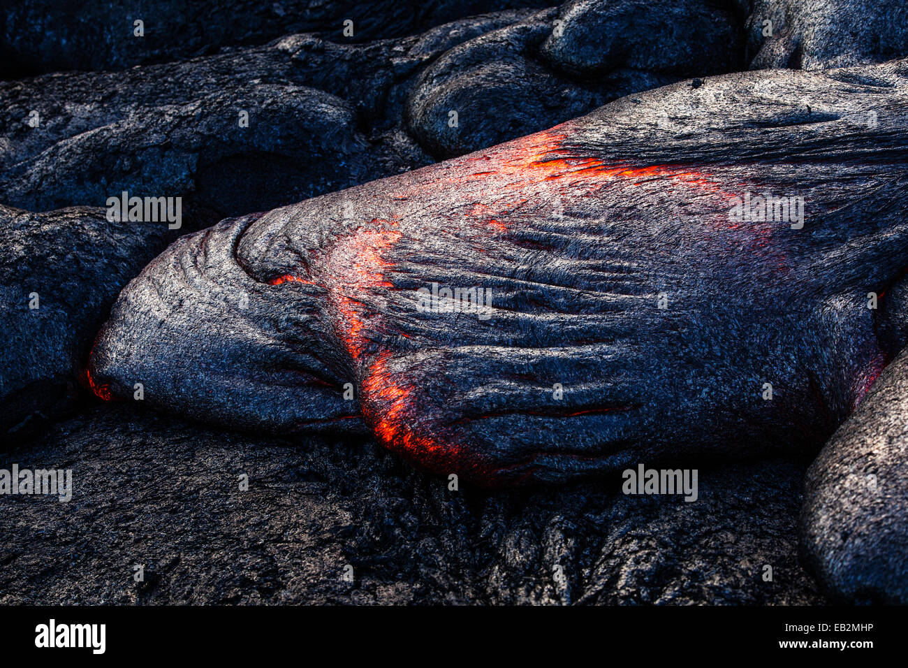Puʻu ʻŌʻō volcano, volcanic eruption, glowing hot lava flowing, Volcanoes-Nationalpark, Big Island, Hawaii, United - Stock Image