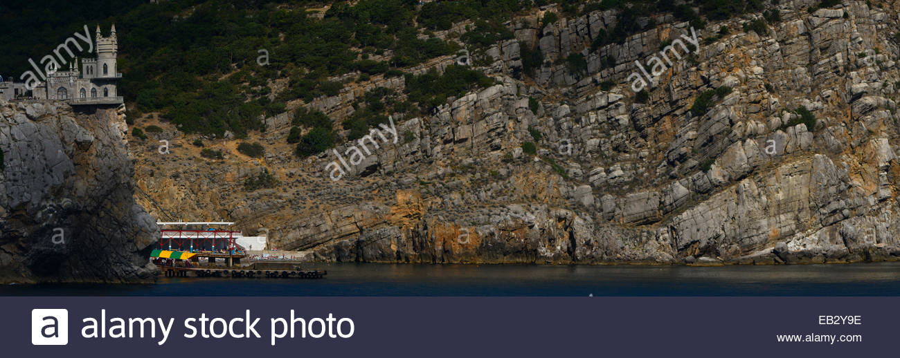 The Swallows Nest, an early 20th century decorative castle on a cliff between Yalta and Alupka. - Stock Image