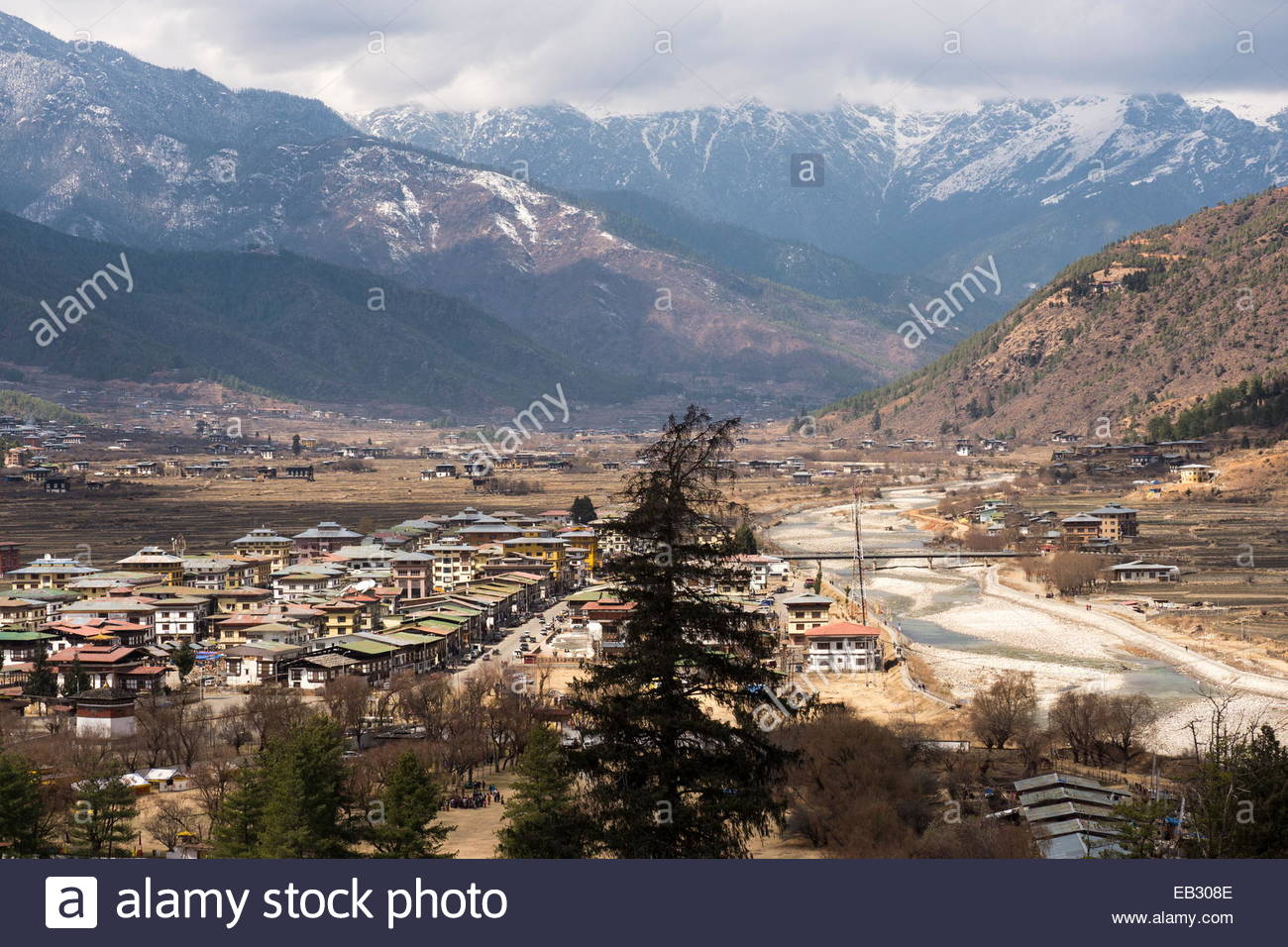 Paro Chhu-river-and and the city of Paro, viewed from Paro Dzong, also known as Rinpung Dzong, a Drukpa Kagyu Buddhist - Stock Image