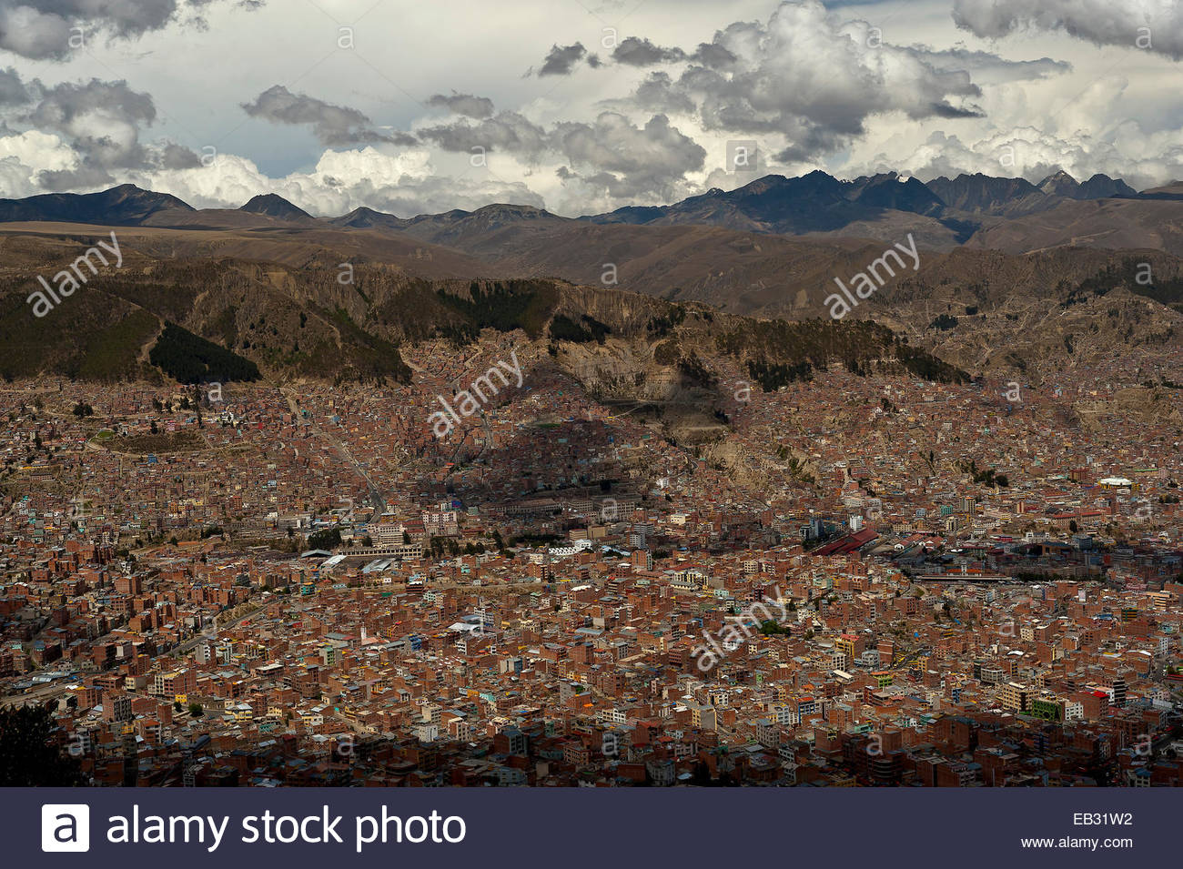 The city of La Paz, lies in a bowl between the Altiplano and the Cordillera Real, and is the highest capital in - Stock Image
