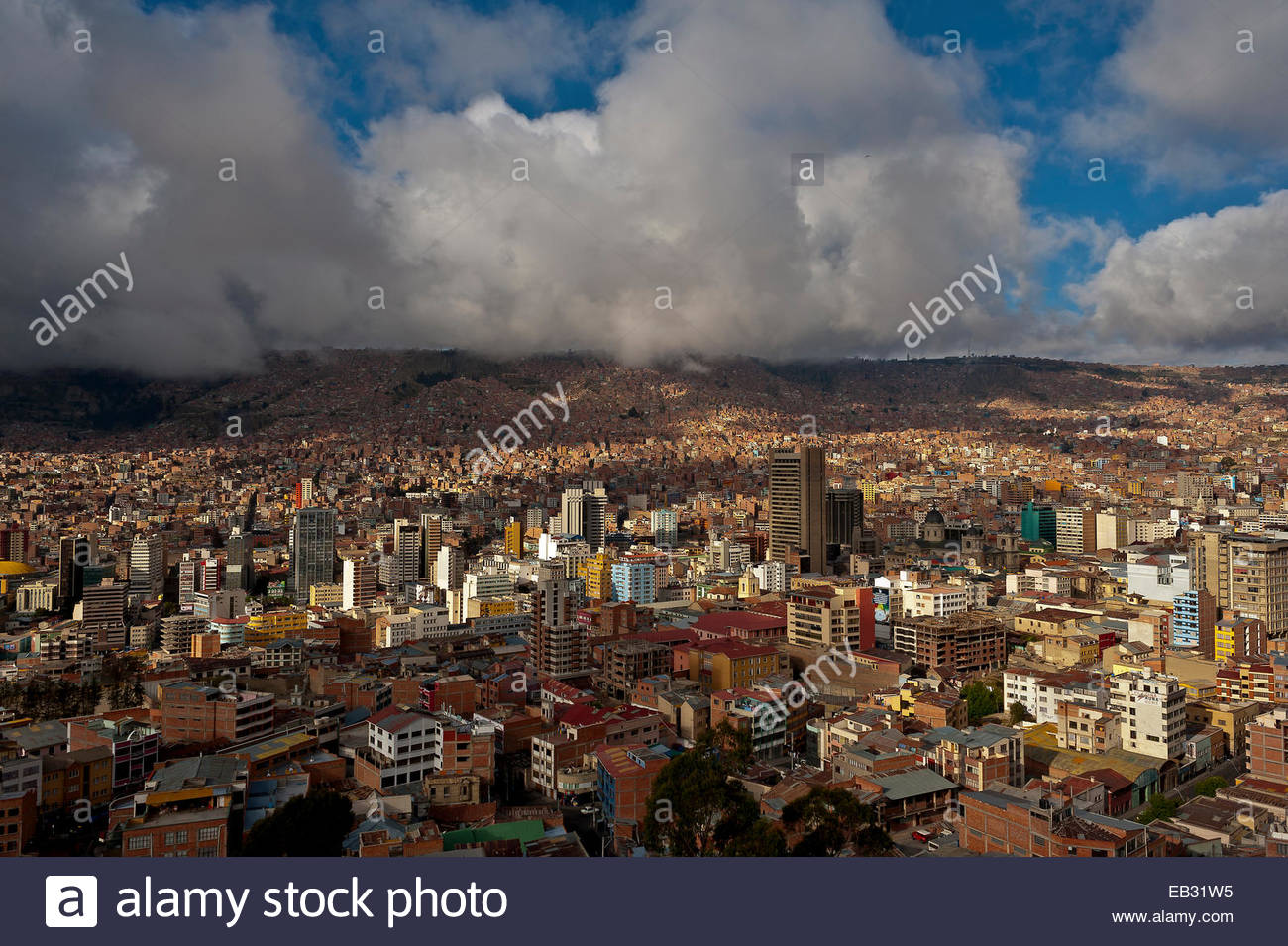 The city of La Paz, lies in a bowl between the Altiplano and the Cordillera Real and is the highest capital in the - Stock Image