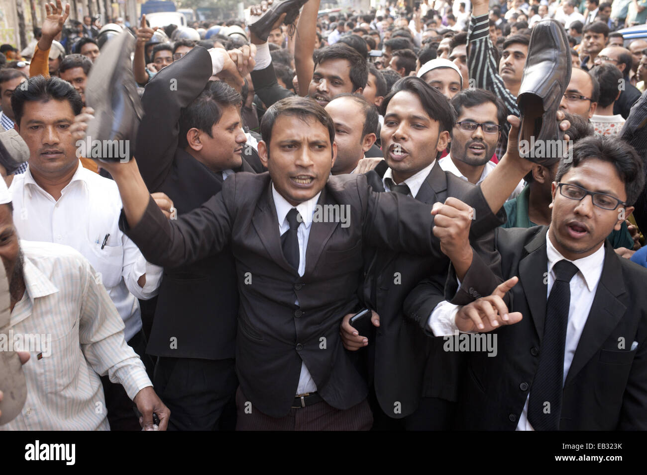Dhaka, Bangladesh. 25th Nov, 2014. Lawyers take out a procession with showing shoes to the former minister of Bangladesh - Stock Image