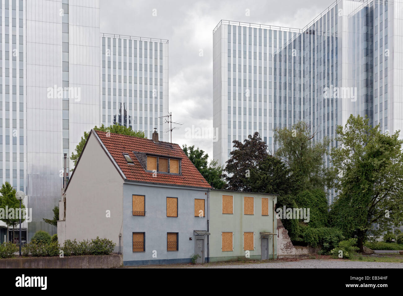 Old residential houses about to be demolished, office towers in the back, Bilk, Düsseldorf, North Rhine-Westphalia, - Stock Image