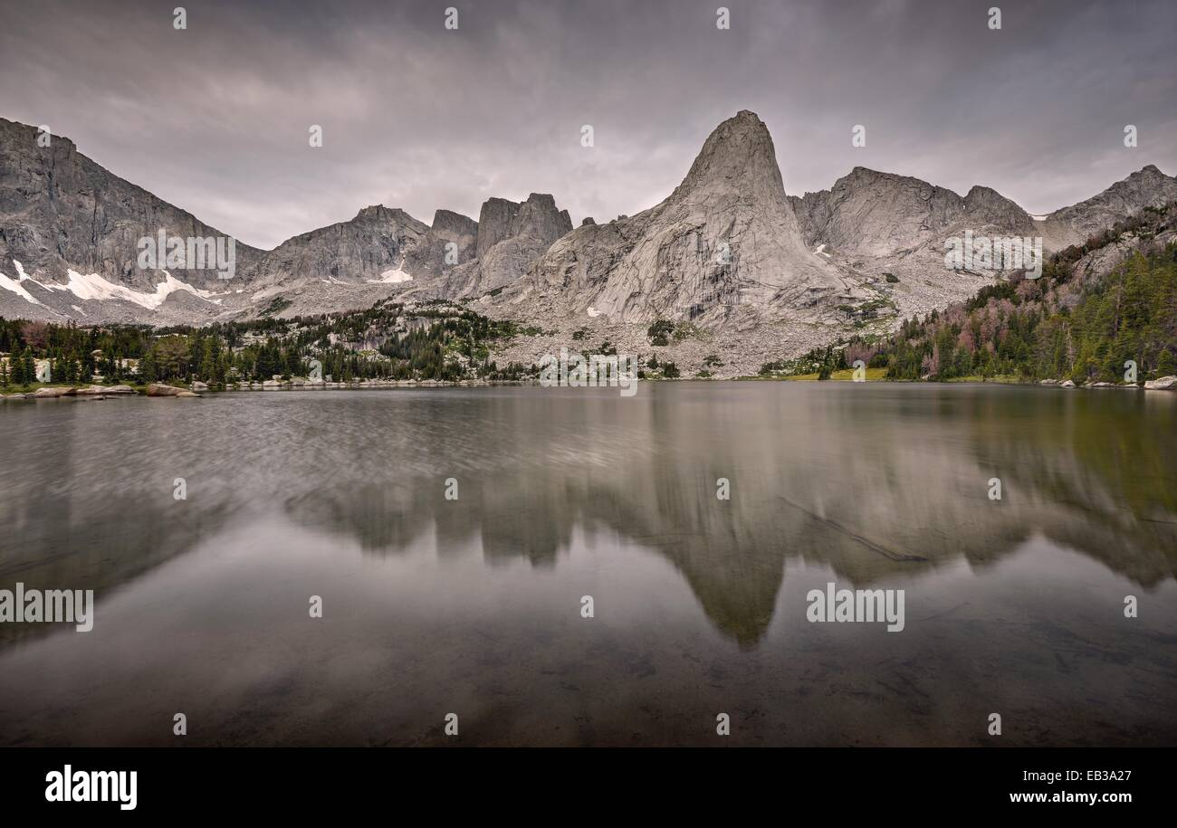USA, Wyoming, Rocky Mountains, Wind River Range, Cirque of the Towers reflecting in Lonesome Lake - Stock Image