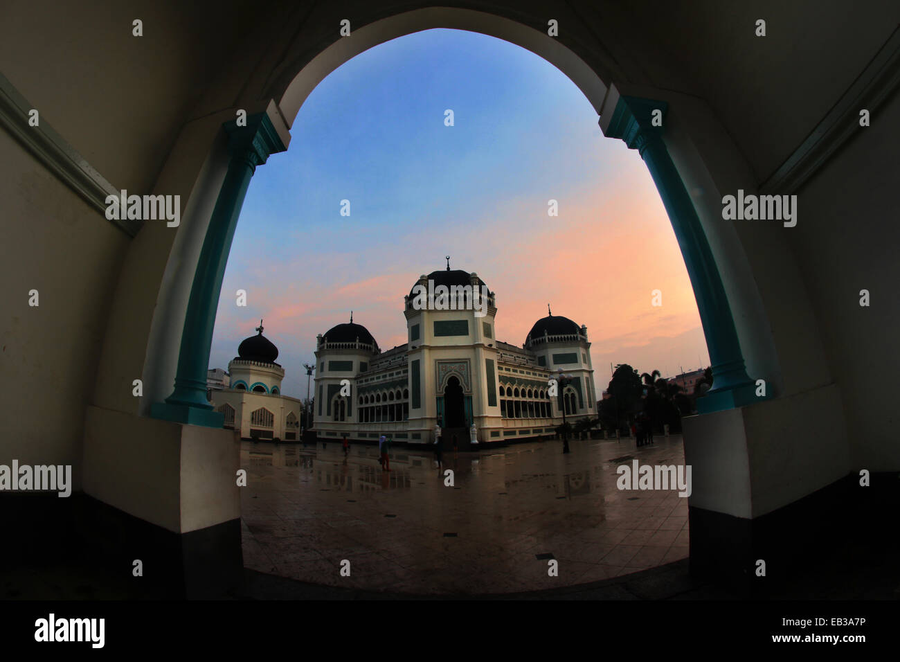 View of mosque in town square from arch way - Stock Image