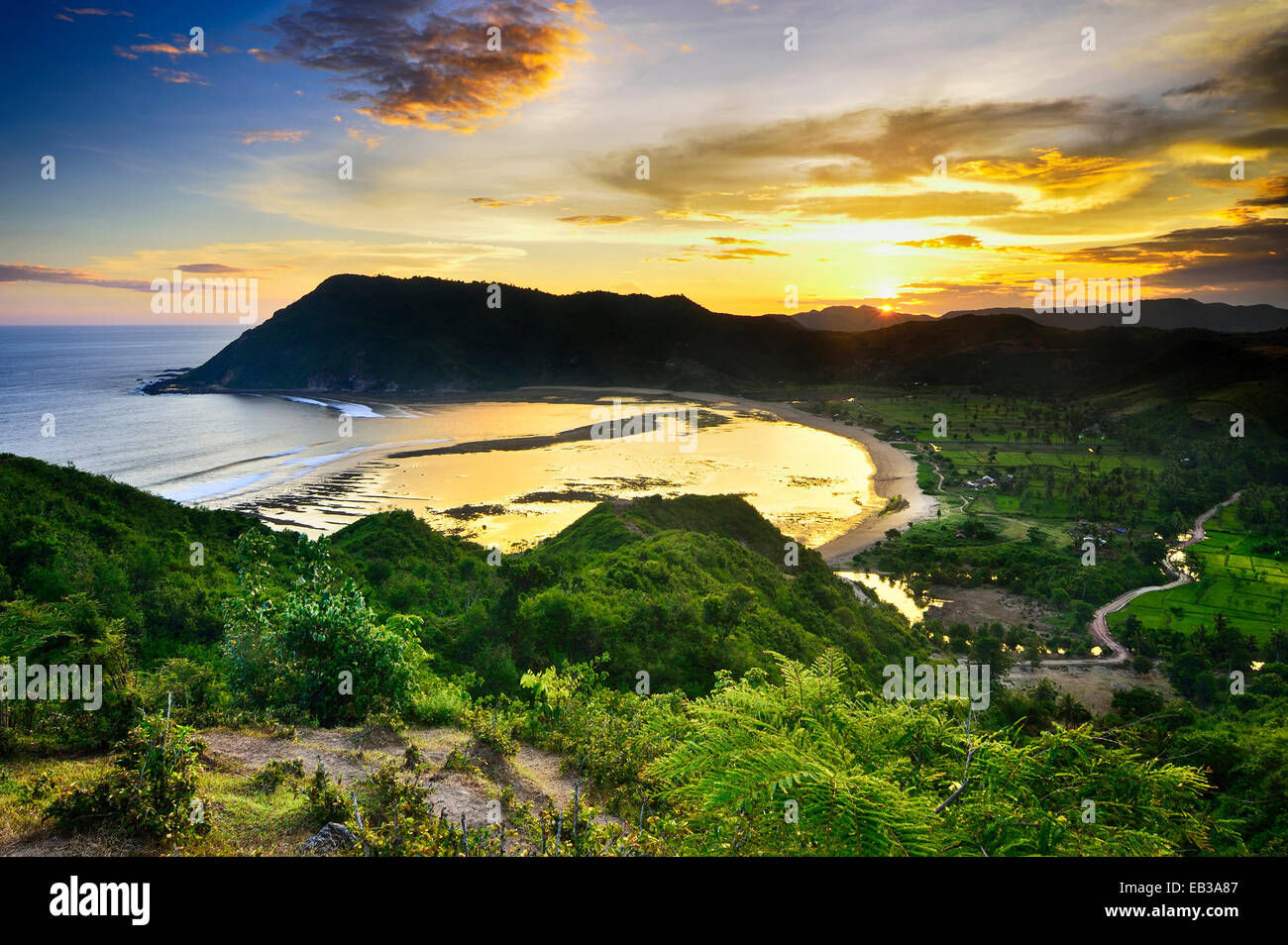 Elevated view of bay at sunset - Stock Image