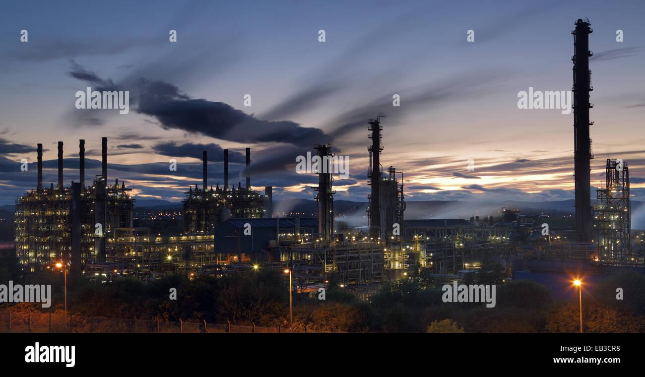 UK, Scotland, Illuminated natural gas processing plant at night - Stock Image